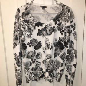 Women's Black and White Floral Cardigan Size XXL